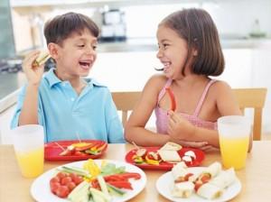 kids-eating-fruit-vegetables